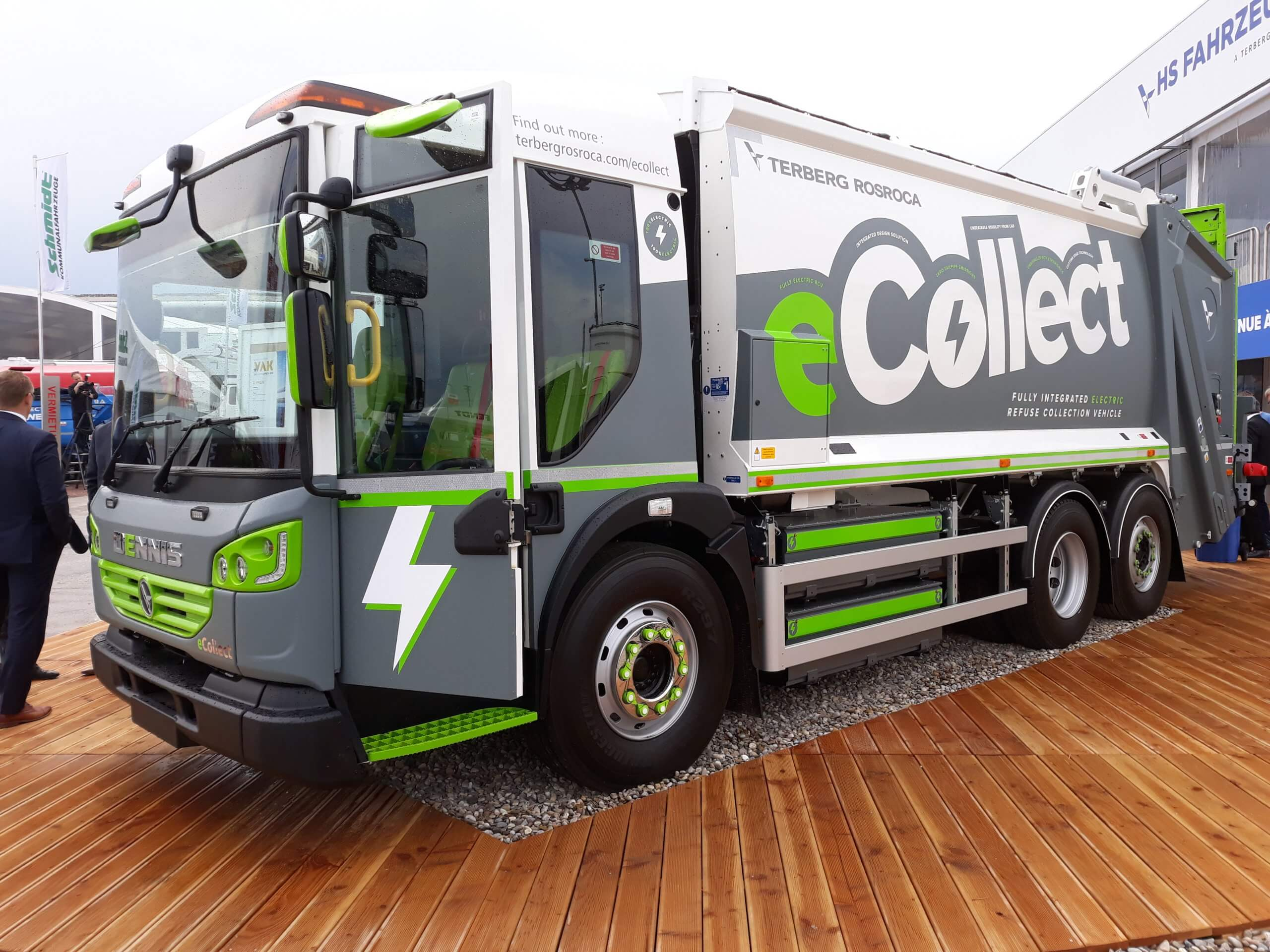 Electric refuse collection vehicle